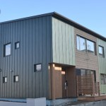 YKKAPとアルティザン建築工房、性能向上リノベーション実証住宅「北海道の家」を公開=性能をLCCM相当に