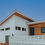 YKKAP、省施工・高断熱のパネル住宅訴求=専用の樹脂窓供給、ワールドハウジングクラブなどと「真鶴の家」
